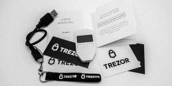 Trezor Hardware Wallet Packungsinhalt