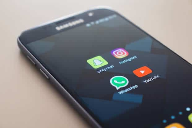 WhatsApp Icon auf Smartphone